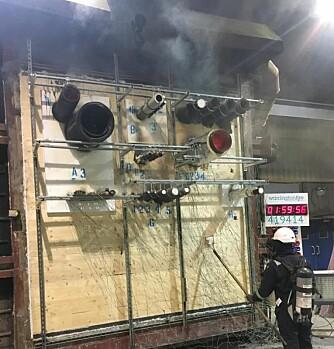 Testoppsettet tidlig i branntesten (foto: Polyseam).