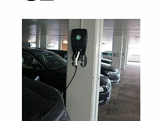 Lading av elbiler i parkeringsgarasjer: Ikke økt fare for brann