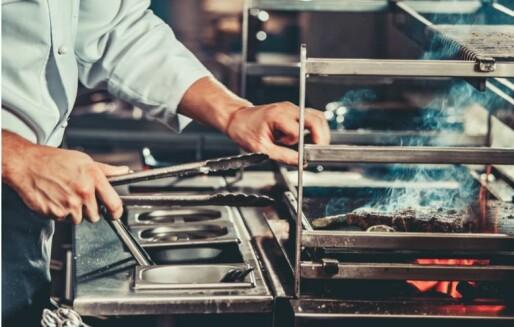 Griller på restaurantkjøkken: Uklart regelverk fører til branner