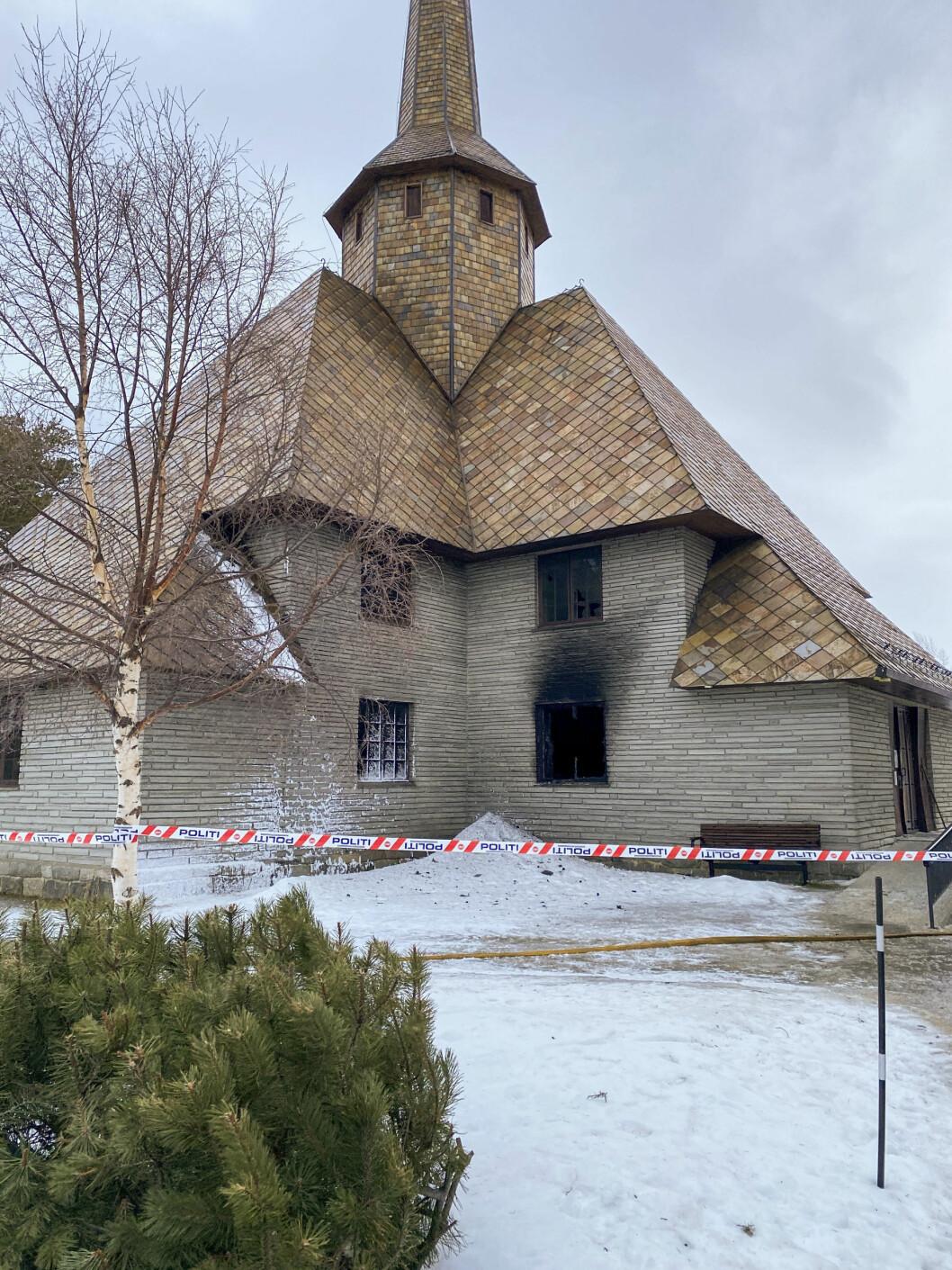 Dombås kirke fikk store skader (foto: Astrid Kvam Helset/NTB scanpix).