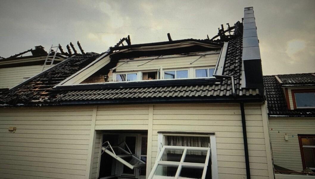 Brannen spredte seg over loftet, og ødela mange av leilighetene (foto: Rigman Pents).