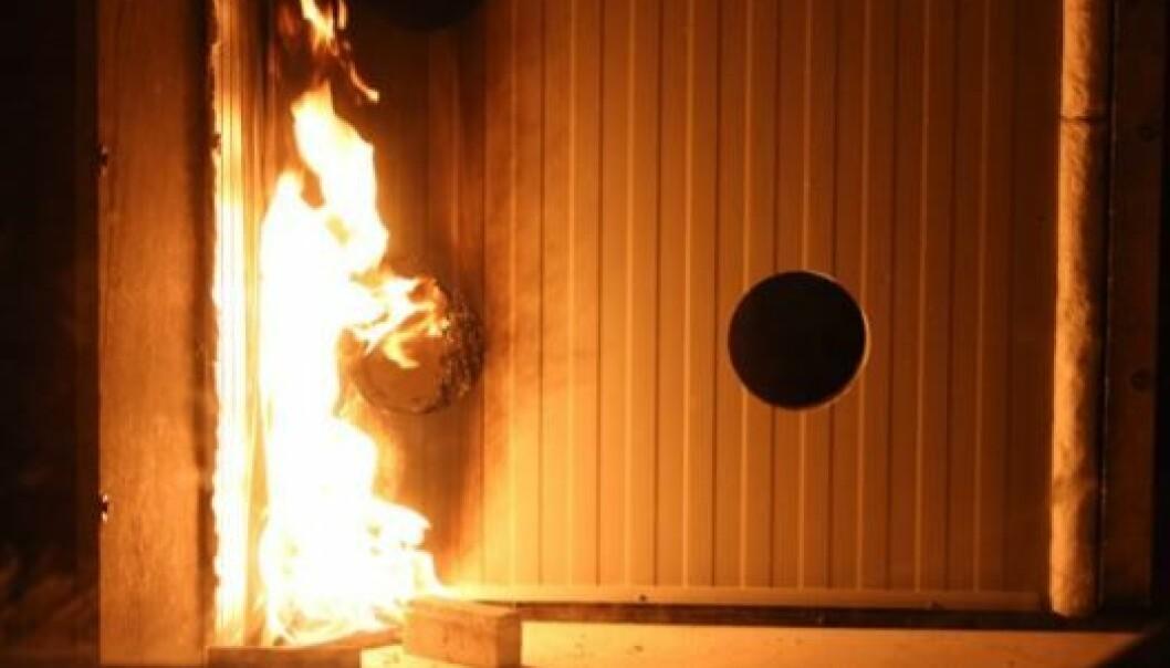 Bilde fra rapporten til SINTEF NBL fra 2014 som viser hvor raskt en brann sprer seg i brennbar isolasjon (foto: SINTEF NBL).