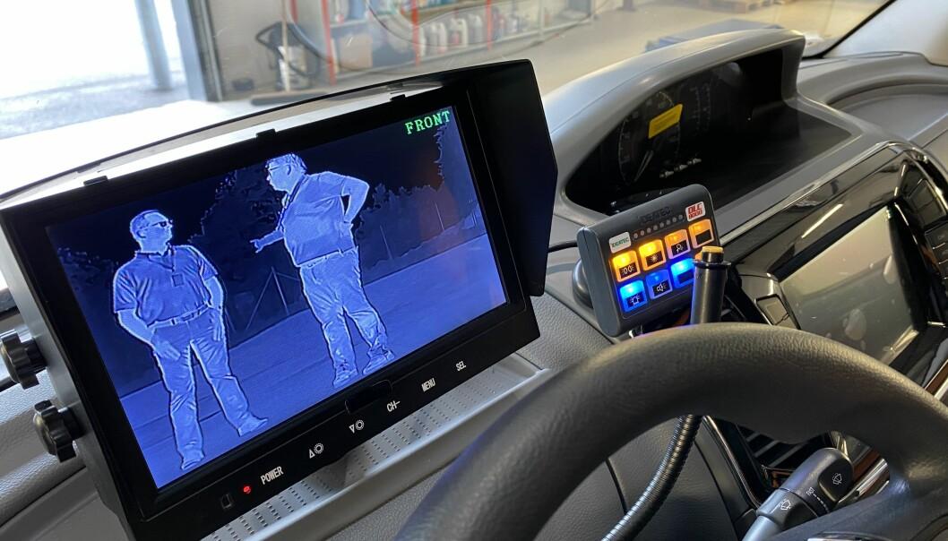 Termiske kameraer både foran og bak slik at sjåføren kan se folk i røyken og mørket (foto: Ferno Mobility AS).