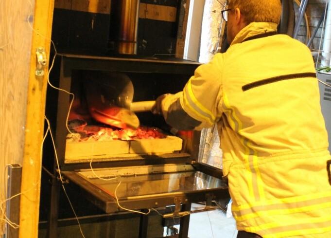 Testene vil vise hvordan høye temperaturer påvirker brennbart materiale i nærheten av grillen.