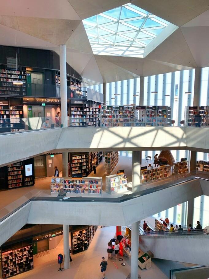 Biblioteket skal være åpent og tilgjengelig for alle, og det bærer arkitekturen preg av.