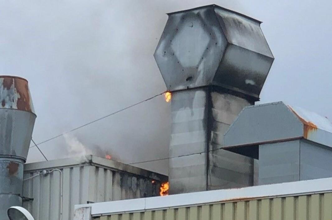 Brannen gikk opp skorsteinen, og spredte seg til takkonstruksjonen.