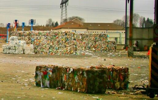 Mange branner i avfallsanlegg – nå skal myndighetene føre tilsyn med brannsikkerheten