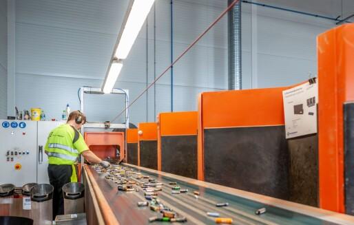 Litium-ion batterier i søpla kan føre til brann på avfallsanlegget