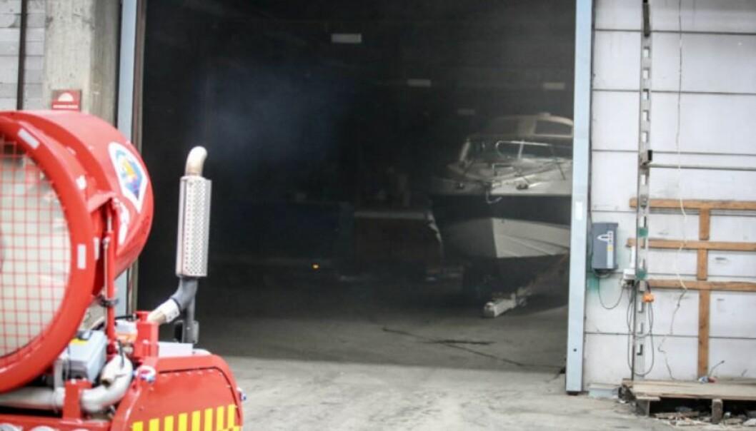 Slokkeroboten under brannen på Moelv.