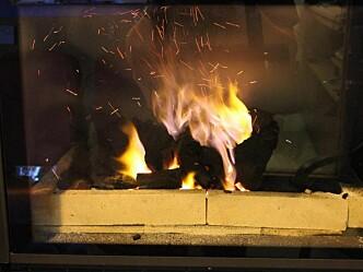 Kullgriller i restauranter: Dagens teststandard tar ikke høyde for brannfare rundt grillen