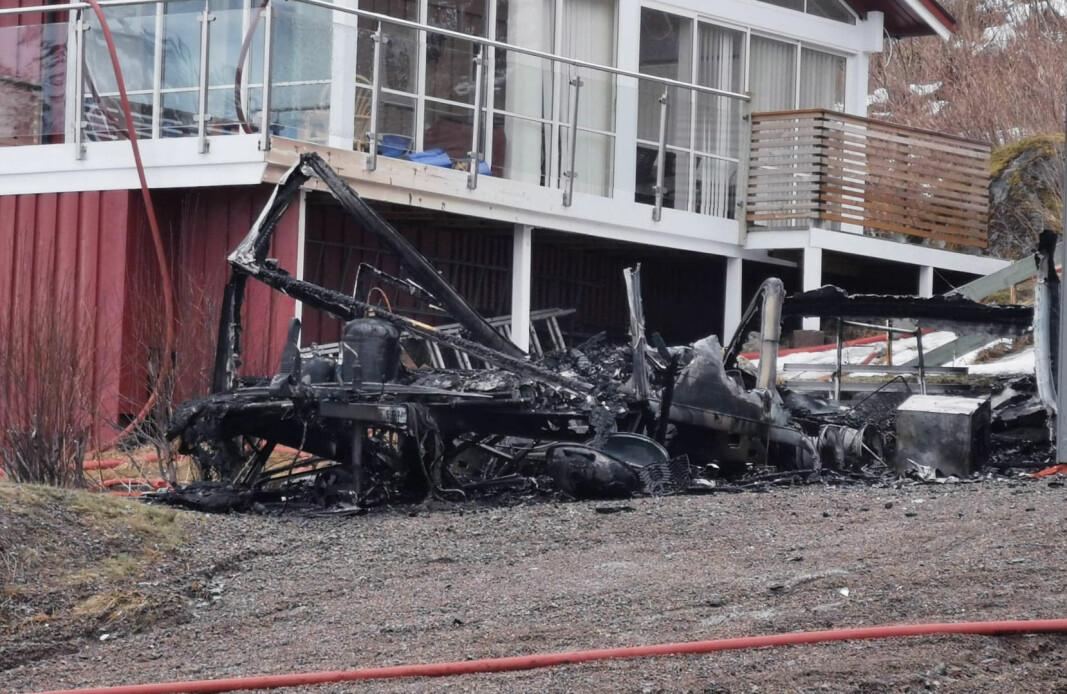 <p>Campingvognen som tok fyr i Lilleheia på Sortland brant ned til grunnen. Politiet mistenker ildspåsettelse.</p>