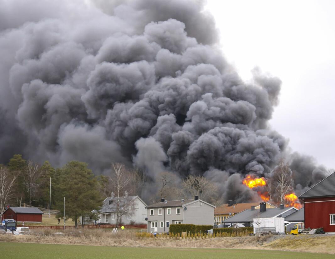 Nødetatene rykker ut til en brann på Kirkebygden skole torsdag ettermiddag. Skadeomfanget var meget omfattende.