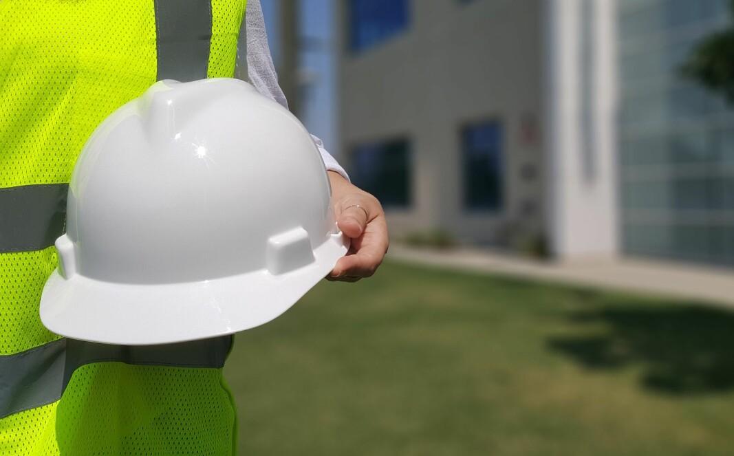 Skal rådgivende branningeniører stå med hjelmen i hånda?