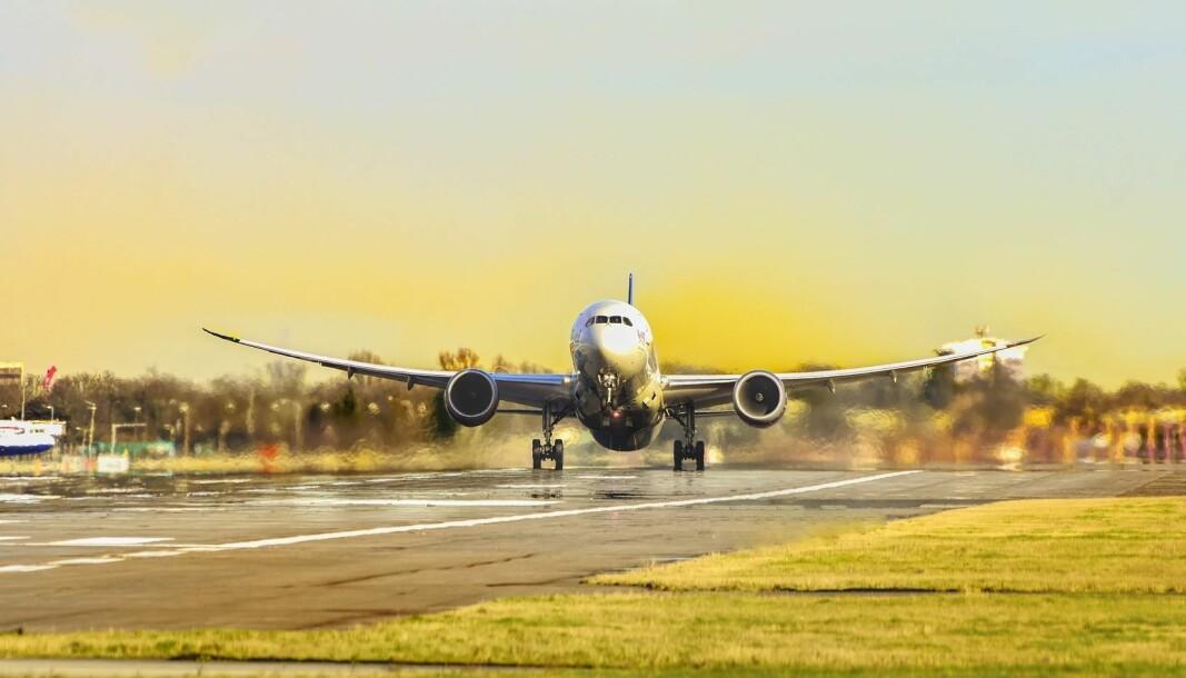 Pilotforbundet er bekymret for hva som vil skje, om det begynner å brenne i et fly. I dag finnes det ikke tilgjengelige røykdykkere på norske flyplasser.