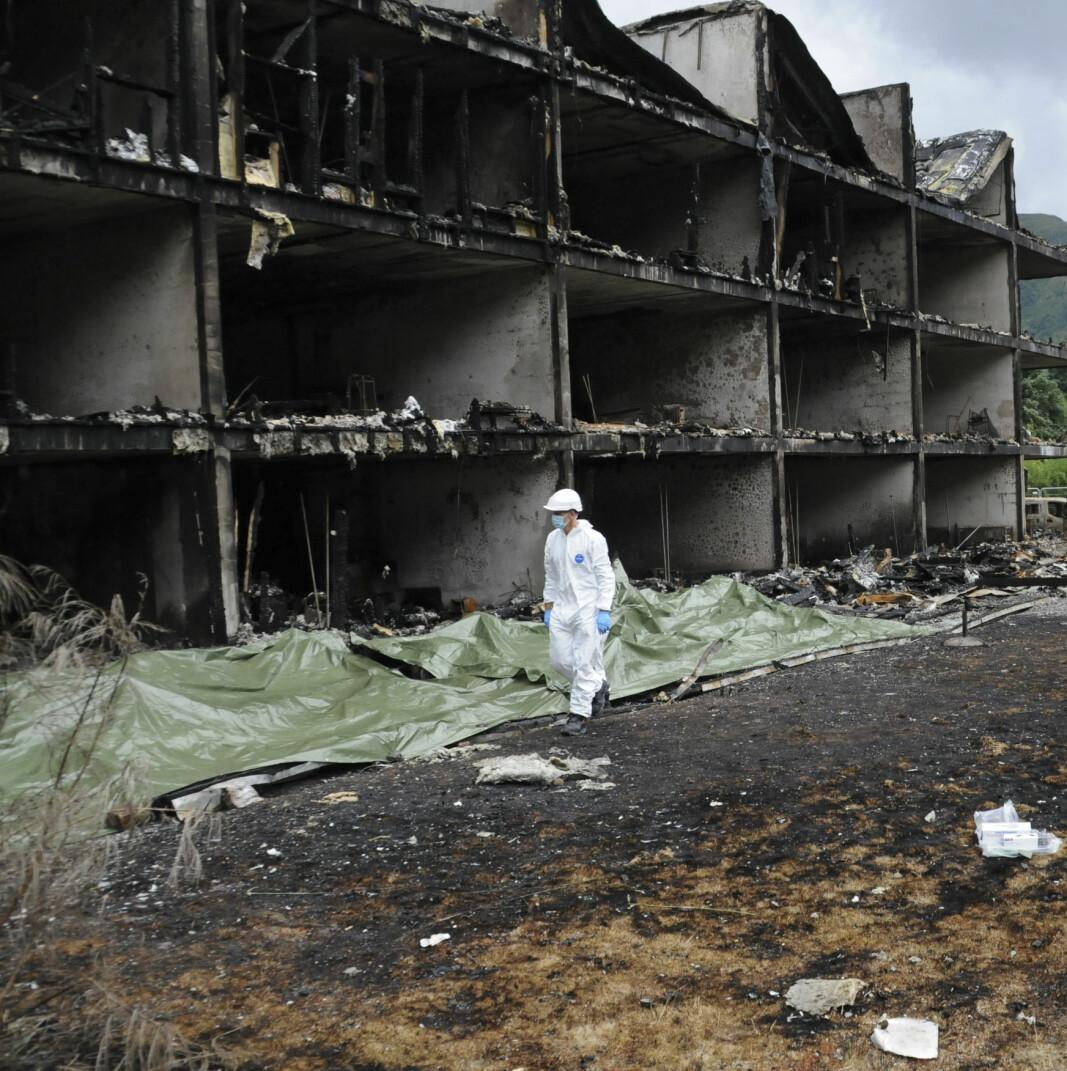 Restene av boligblokken etter brannen 7. august i år, står som et bilde fra en skrekkfilm for andre beboere i boligblokker rundt om i landet.